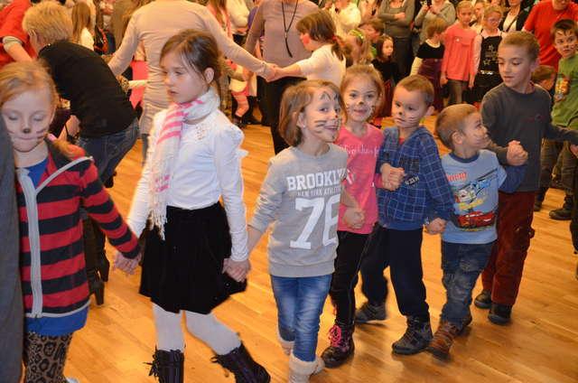 Zabawa choinkowa dla dzieci zorganizowana przez Caritas - full image
