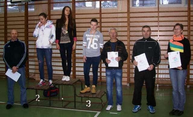 Na podium stanęły reprezentantki LO i ZS nr 1 w Ostrowi - full image