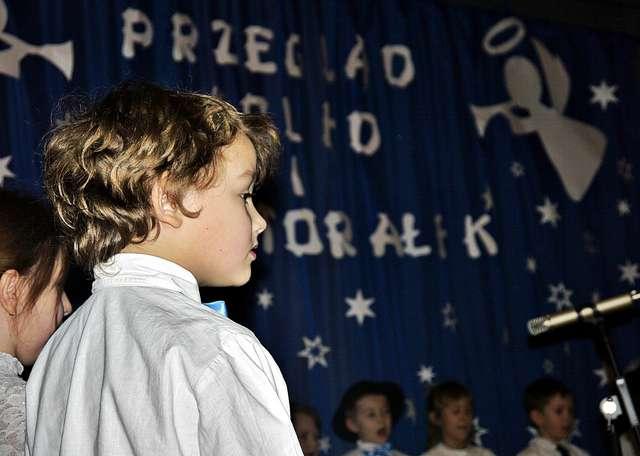 Miejmy nadzieję, że w przyszłym roku młodzi płońszczanie znów stworzą bożonarodzeniowy klimat,  śpiewając kolędy i pastorałki  - full image