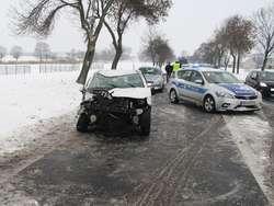 Grąbiec. Kierowca citroena stracił panowanie nad autem na śliskiej nawierzchni