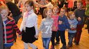 Zabawa choinkowa dla dzieci zorganizowana przez Caritas