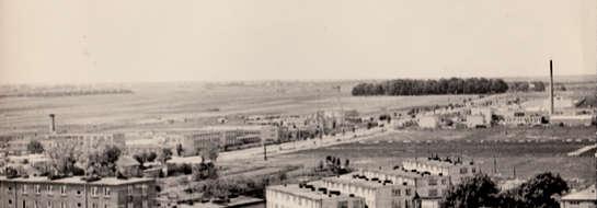 """Północno – zachodnia część miasta  Dziś miejsce wygląda zupełnie inaczej. Co prawda mamy tu popularne """"tramwaje"""", Zespół Szkół Ponadgimnazjalnych, cmentarz, ale pozostałe miejsca wypełnione są nowymi obiektami – stacją paliw, supermarketem, blokiem przy"""