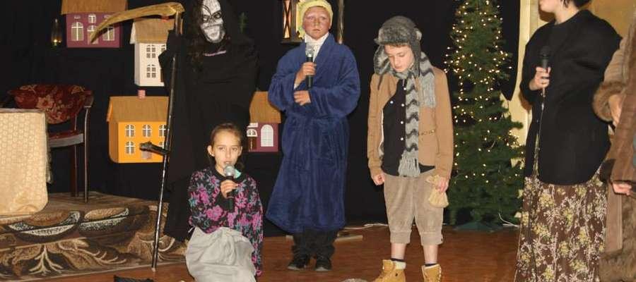 Za sprawą dzieci - aktorów widzowie przenieśli się do XIX-wiecznej Anglii