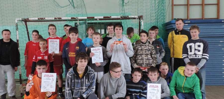 Uczestnicy feryjnego Halowego Turnieju Piłki Nożnej o Puchar Wójta Gminy Sorkwity
