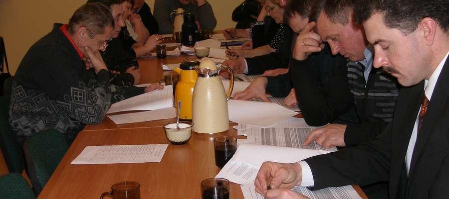 Posiedzenie sesji Rady Gminy w Budrach (zdjęcie archiwalne)