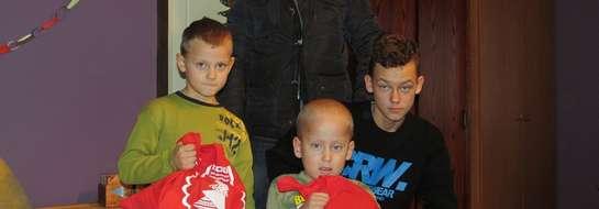 Wraz Wojciechem Laskowskim, reprezentantem sponsora, odwiedziliśmy Damiana, podopiecznego Fundacji. On i jego bracia Dominik i Kuba otrzymali od nas paczki