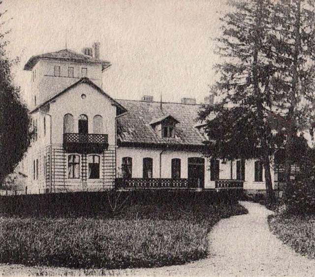 Willa Steenkego na fotografii z początku XX w. Fragment dawnej pocztówki - full image