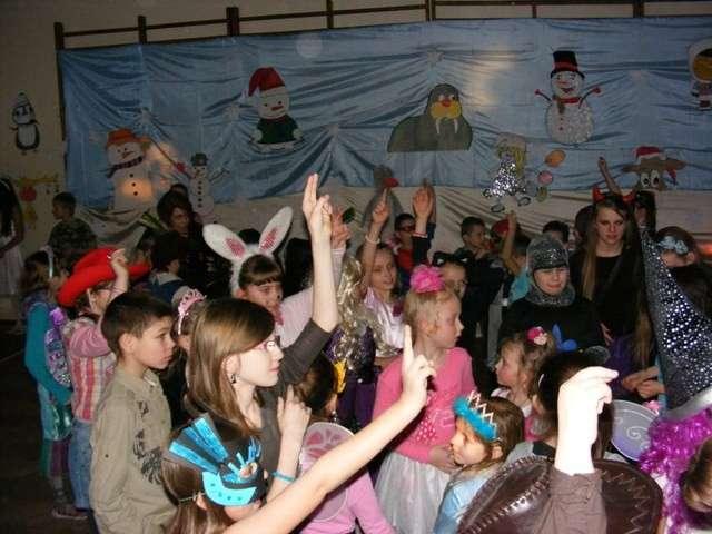 Bal karnawałowy był bardzo udany, wszyscy świetnie się bawili  - full image