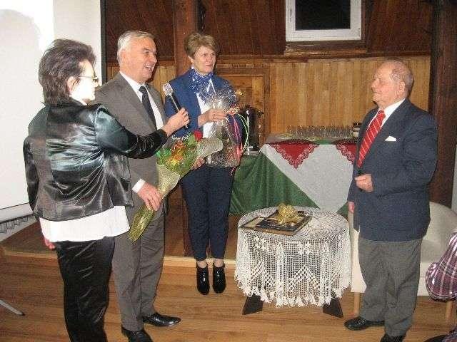 Podczas benefisu nie zabrakło życzeń i kwiatów dla Ryszarda Ejchelkrauta - full image