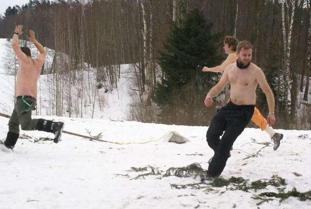 Wśród uczestników zimowego obozu byli i tacy prawdziwi twardziele - full image