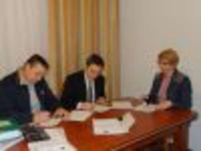 Wąsewo. Podpisanie umowy o wsparcie dla klubu sportowego Wąsewo  - full image