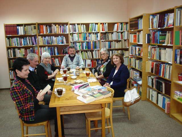 Dyskusyjny Klub Książki działający przy Bibliotece w Nurze zebrał się po raz siódmy 5 lutego - full image