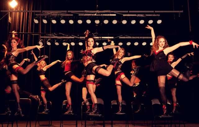 Piękne tancerki i przystojni tancerze w CEiIK-u - full image