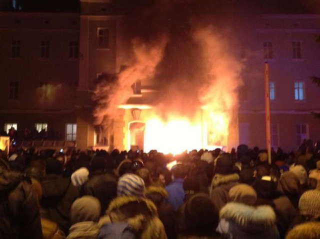 Ukraina walczy - full image