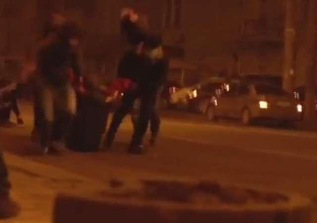 Uwaga. Szokujące video. Zastrzelony w Kijowie - full image