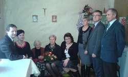 Jubilatkę, Rozalię Rytelewską, odwiedzili przedstawiciele samorządów