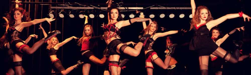 Piękne tancerki i przystojni tancerze w CEiIK-u