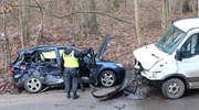 Mazda uderzyła w dostawcze iveco. Dwie osoby w szpitalu