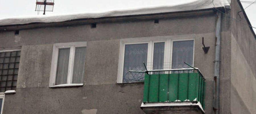 Śnieg na dachu może być niebezpieczny