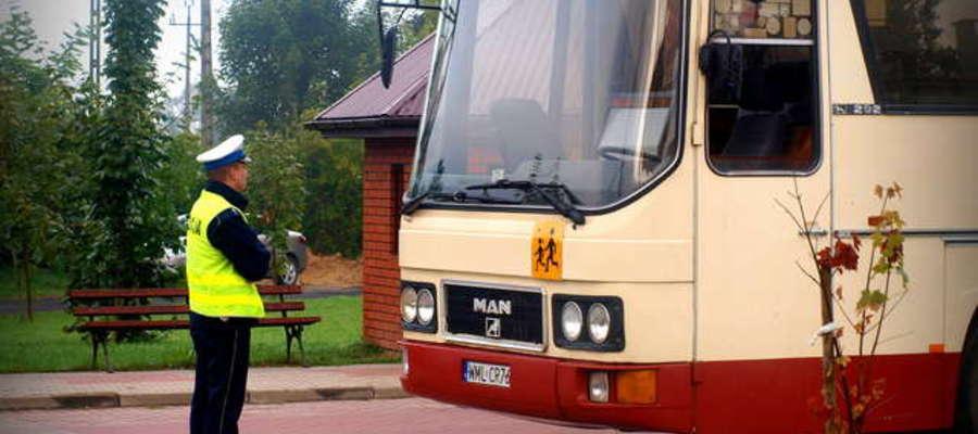Dzieci spóźniają się do szkoły, bo autobus przyjeżdża za późno