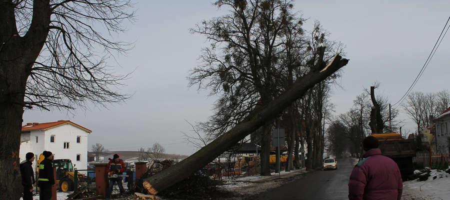 Pięć lip padło przy ul. Kolejowej w Bisztynku przed rozpoczęciem dawno oczekiwanego remontu tej ulicy - drogi powiatowej.