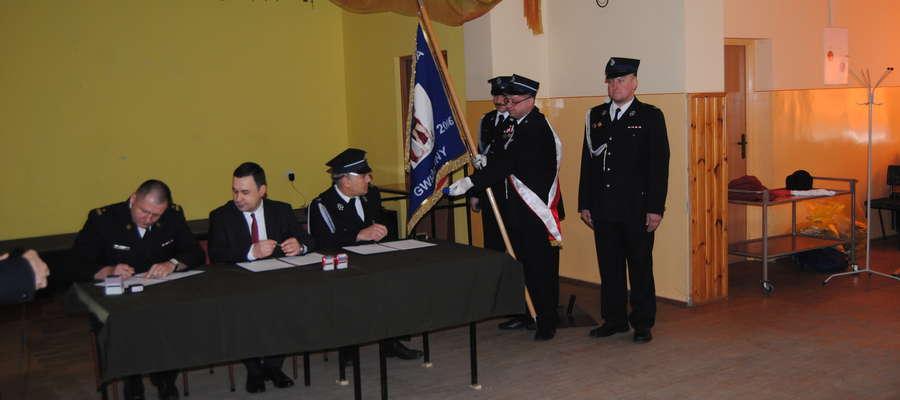 Moment podpisywania porozumienia