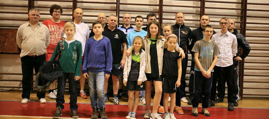 Uczestnicy Feryjnego Turnieju Tenisa Stołowego