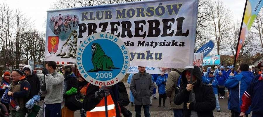 Morsy z Bisztynka i Bartoszyc podczas parady ulicami Mielna.