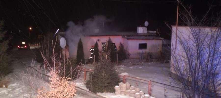 Dzięki szybkim działaniom strażaków ogień nie strawił całego domu.