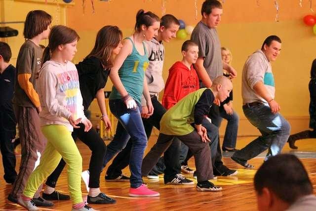 Uczniowie ZSS w Starym Lubiejewie wzięli udział w warsztatach tanecznych - full image