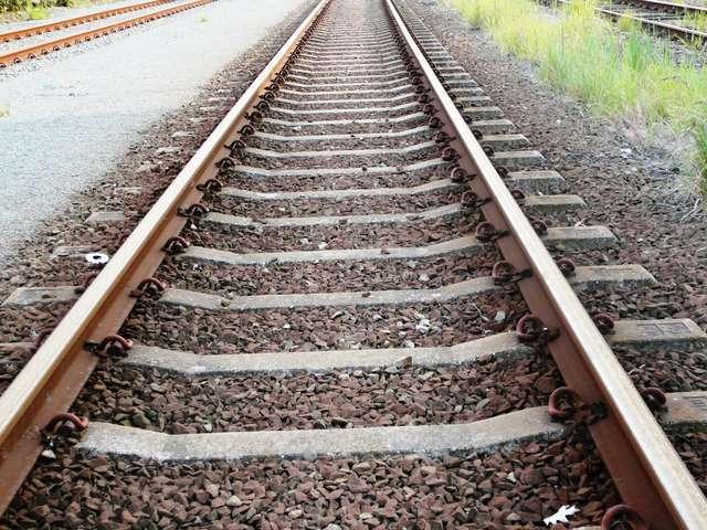 Szulborze Wielkie. 82-latek wjechał pod pociąg  - full image