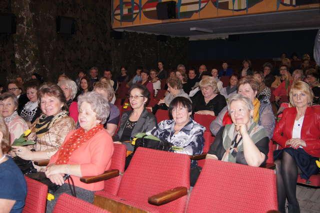 Koncert z okazji Dnia Kobiet zgromadził wielu słuchaczy - full image