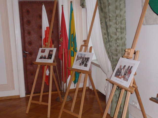 Wystawa ukazuje fotografie z obchodów Narodowego Dnia Pamięci Żołnierzy Wyklętych w latach 2012 – 2013  - full image