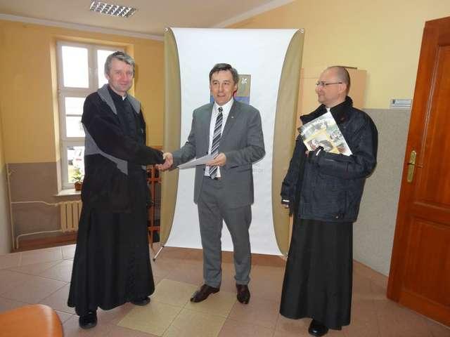 Porozumienie o wzajemnej współpracy gminy i parafii zostało podpisane 17 marca - full image