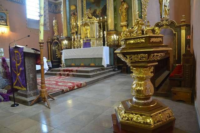 Chrzcielnica po renowacji - full image