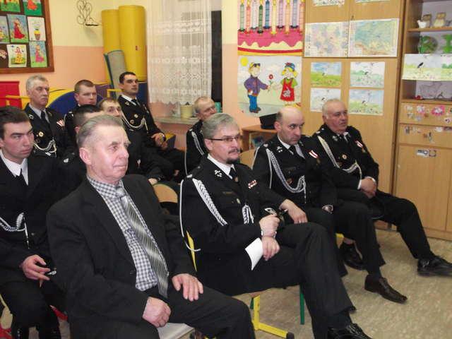 Na spotkaniu obecnych było 21 z 40 członków OSP w Kalinowie - full image