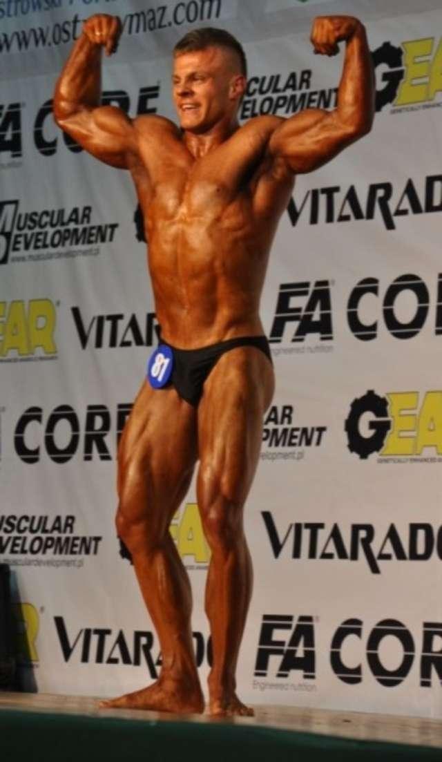 Damian Kryszpin - reprezentant Ostrowi - zajął III miejsce w kategorii kulturystyka mężczyzn - full image