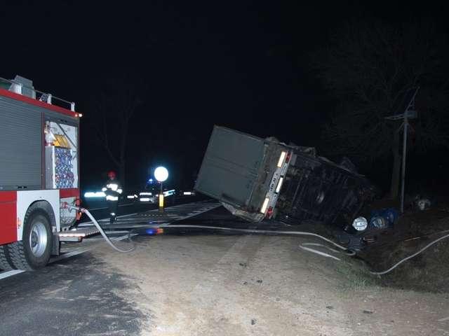 Stropkowo.Samochód ciężarowy potrącił rowerzystkę.Kobieta zmarła - full image