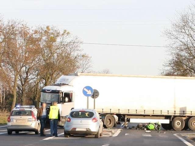 Stropkowo. Motocyklista zginął pod kołami ciężarówki - full image