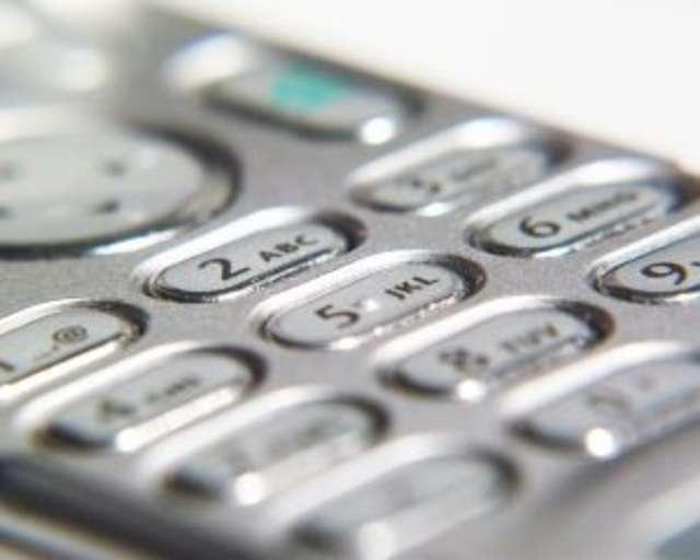 Telefon do odebrania na komendzie - full image