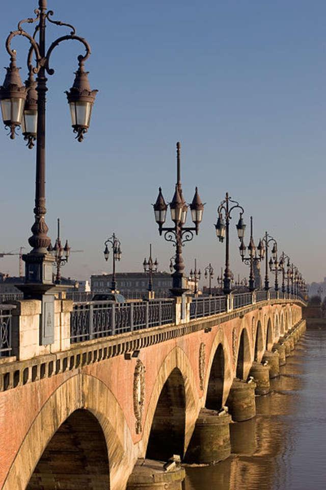 Pont de Pierre wybudowano na cześć Napoleona - full image