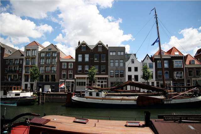 Fragment portu w Rotterdamie - full image
