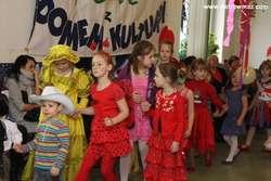Bal na zakończenie ferii był typowym balem kostiumowym – dzieci przebrały się za przeróżne postaci