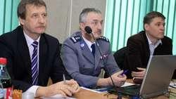 W debacie wzięli udział samorządowcy i przedstawiciele policji