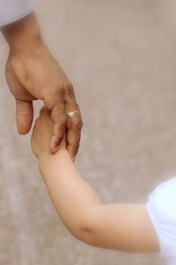 """16 maca rozpocznie się nowenna w intencji dzieci zagrożonych aborcją. Akcja """"Uratuj świętego"""" zwraca naszą uwagę na dar obecności każdego człowieka."""