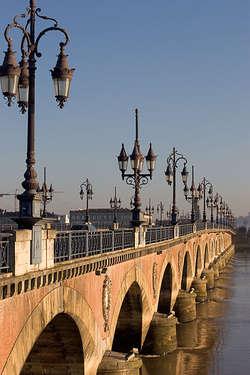 Pont de Pierre wybudowano na cześć Napoleona