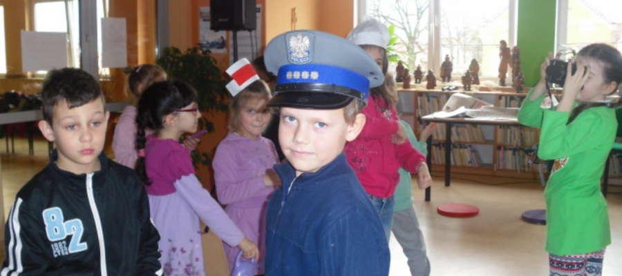Policjant to jeden z wymarzonych zawodów uczniów klasy II z Sępopola.