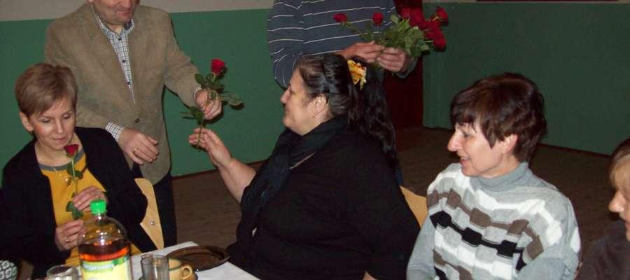 Od Sołtysa Wyszkowa każda Pani otrzymała różę