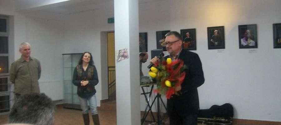 Otwarcie wystawy zaszczycił swoją obecnością autor zdjęć Wiesław Jasiński