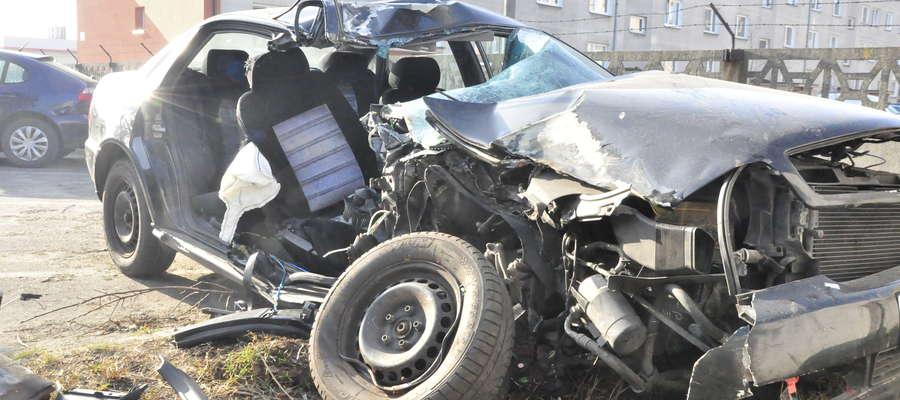 Audi A4 z wypadku pod Budami Osieckimi było roztrzaskane
